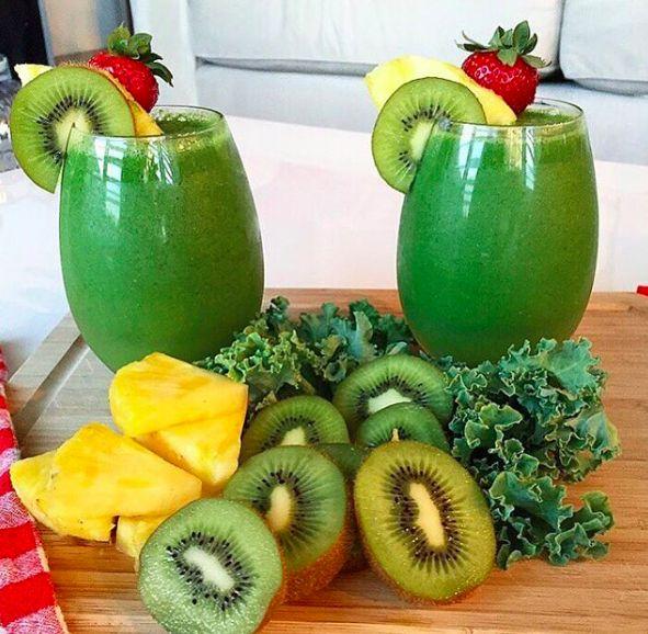Kiwi, kale, and pineapple smoothie