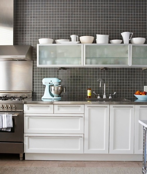 kitchen love. the blue kitchenaid stand mixer paired with the frosted glass cabinet doors... gorgeous.