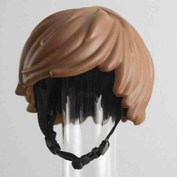 Here is the LEGO Hair Helmet, a bicycle helmet that will finally make you look like a LEGO minifig! This excellent gadget, created by the designers Simon Higby