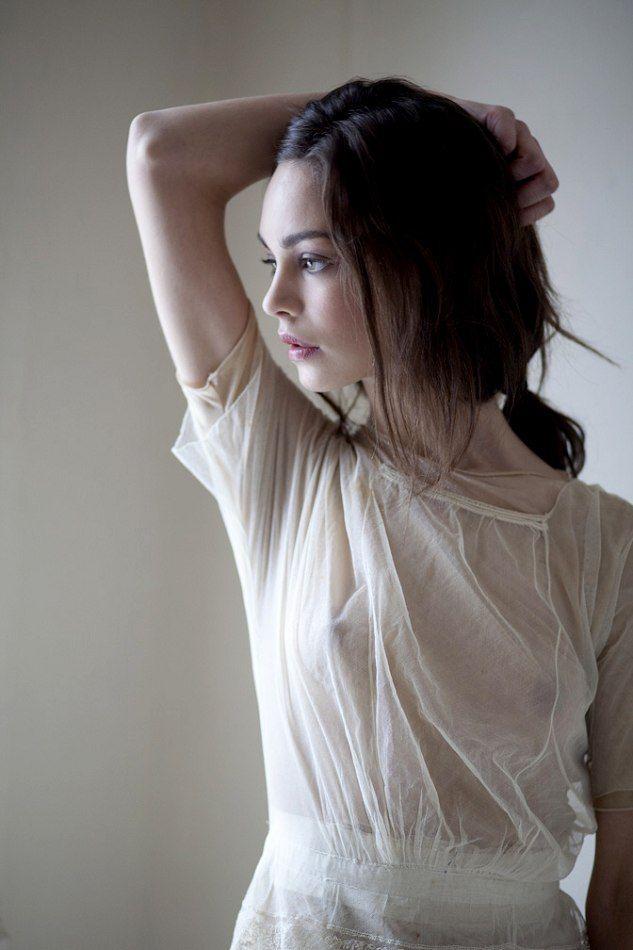 453 Best Pale Skin Dark Hair Cool Eyes Images On Pinterest