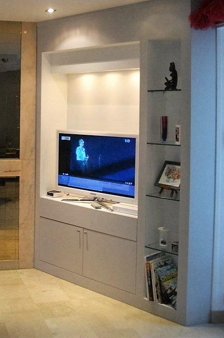 Meuble TV et bibliothèque médium peint. Mobilier sur mesure by L'Hirondelle. http://hirondelle37.com/ #meublesurmesure #menuiserielhirondelle #handmade #smile #photography #art #home #style
