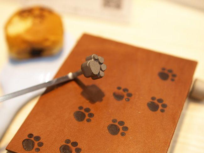 子どものお弁当にも使える!食べ物に猫の足跡を付けられる「肉球焼ごて」が大人気