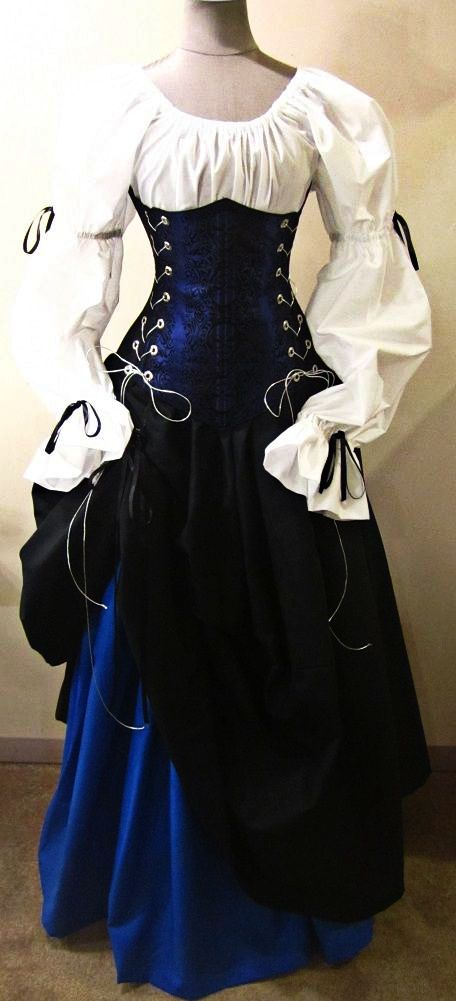Beautiful Renaissance gown - this would be perfect for Ilaria in red instead of blue.