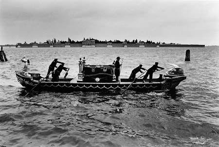 Fulvio Roiter, Barca Funebre, 1966