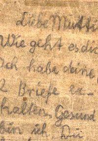 Una carta enviada por Siegfried Rapaport a su madre cuando estaban en el campo de concentración de Stutthof. La letra infantil en el papel de envejecimiento revela un niño que extraña a su familia, pero también trata de ofrecer un poco de consuelo, un chico que - en medio del horror de un campo de concentración - asume el papel tanto del sostén de la familia y partidario, con madurez frente a su tiempo .