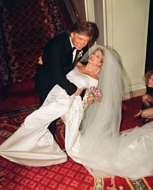 1993 – Marla Maples marries Donald Trump in Carolina Herrera gown.