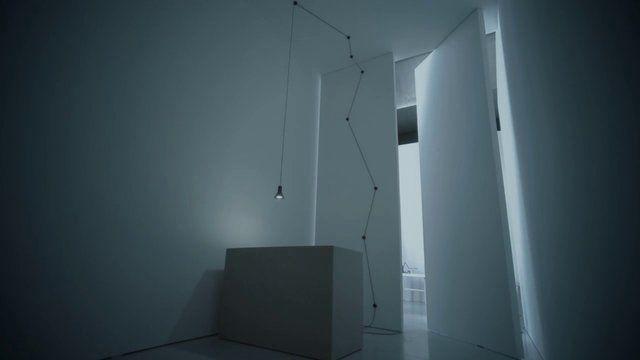 N-EURO by DAVIDE GROPPI. Mettere la luce dove si vuole è sempre stata una mia ossessione. N-Euro è un progetto semplice, quasi la rivisitazione dei vecchi impianti elettrici. Una spina, un cavo, degli isolatori, un portalampada ed una lampadina led.