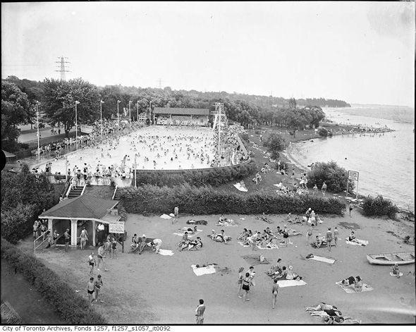 What Sunnyside looked like before the Gardiner arrived  Sunnyside pool, 1940s