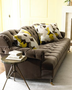sofaAccent Pillows, Living Room Style, Haute House, Sofas Pillows, Velvet Sofas, Gray Yellow, Living Room Furniture, House Berlin, Floral Mod