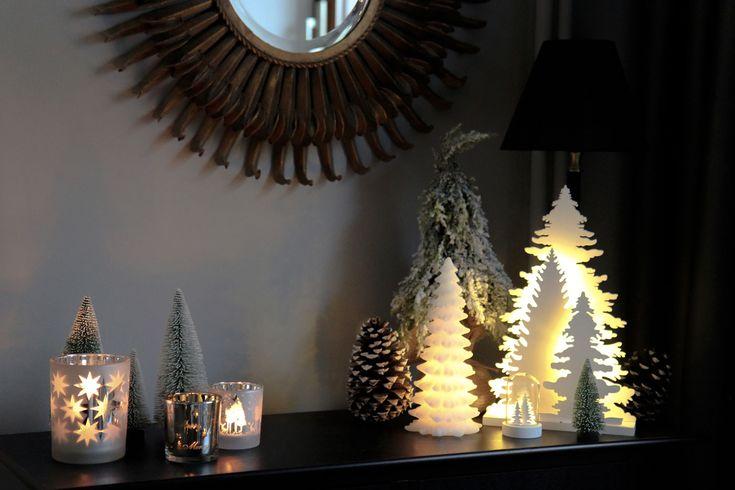 """Hübsche und glamouröse Weihnachtsdeko in nur 5 Schritten. Wie Ihr Euer Wohnzimmer weihnachtstauglich gestalten könnt, zeigt Euch der Wohnprinz auf """"Schön bei Dir""""."""
