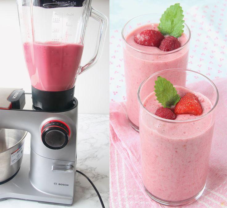 Svalkande, ljuvligt god & nyttig smoothie med jordgubbar, banan & hallon!