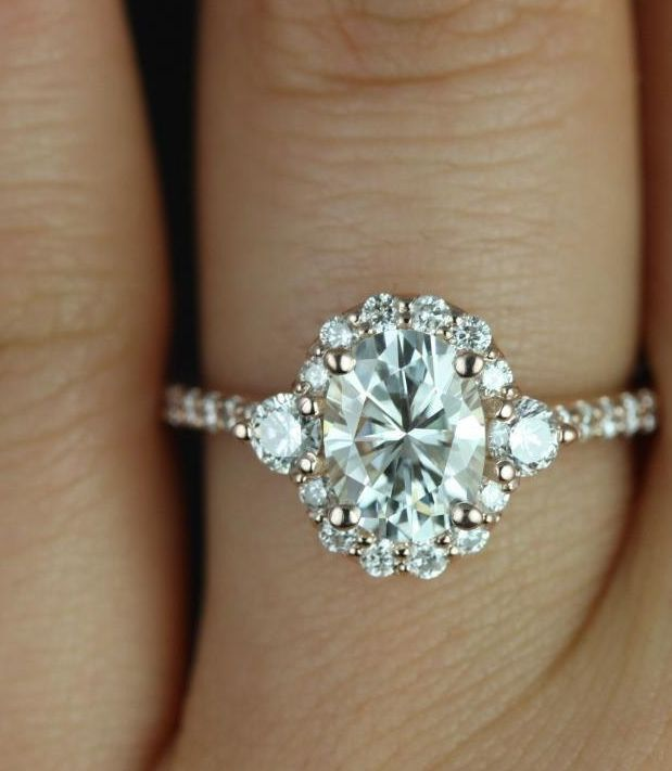 If you think this engagement ring is chic, just wait until you see the other ones! via Rosados Box
