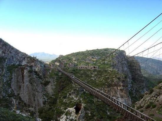 オフエラ橋 「死ぬまでに一度は渡りたい世界の徒歩吊り橋 10」 トリップアドバイザー