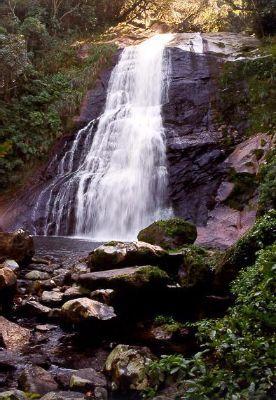Salto da Fortuna (50m) é um santuário protegido pelo Parque Estadual do Pau Oco e pertence à APA da Serra do Mar. Calango Expedições   Salto da Fortuna