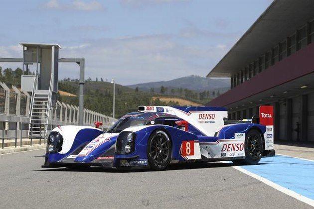 Toyota TS030 hybride essence aux 24 Heures du Mans 2013