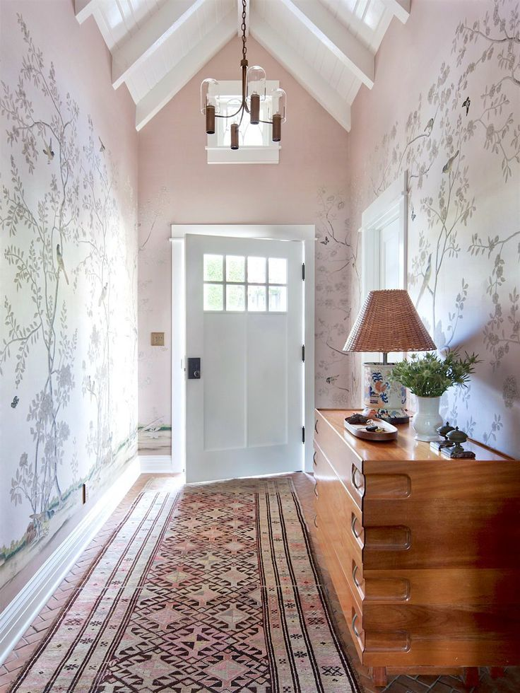 Soft traditional pacific palisades house tour entry hallwayentrance