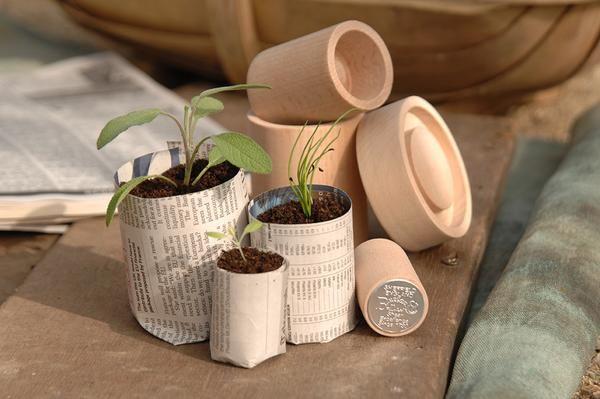 Der Eco Pot Maker von Burgon & Ball ist ein Werkzeug um Töpfe für die Anzucht von Pflanzen aus Zeitungspapier selber zu machen. #PaperPotter #urbangardening #anzucht #TöpfeAusZeitungspapier