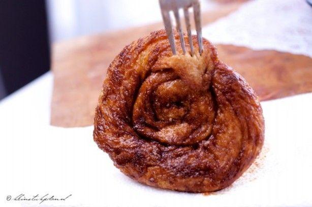 aiaiai! Zelf heerlijke Zeeuwse bolussen maken! Plakkerig, zoet, vers, heerlijk! Deze doen niet onder voor die van de bakker! Veel recepten getest: ik weet het zeker, dit is de beste! Met tips en trucs om echt goed plakkerig te houden!