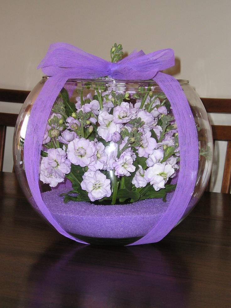 En la pecera arreglos florales pinterest for Centros de mesa con peceras