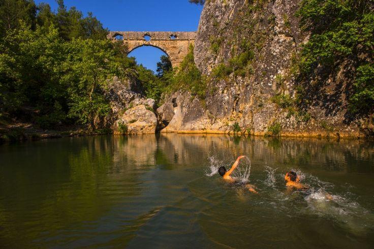 Kemerdere Su Kemeri /Çanakkale/// Bu su kemerinin Truvalılar zamanında inşa edildiği, Kaz Dağlarının yamaçlarındaki kaynaklardan gelen suyun bu kemer vasıtasıyla Truva Şehrine taşındığı söylenmektedir.