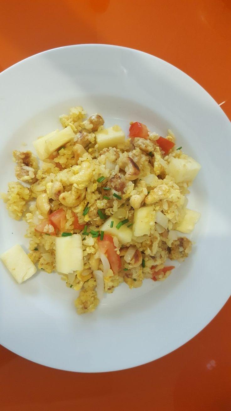 Arroz frito con piña estilo Tailandés Vegetariano