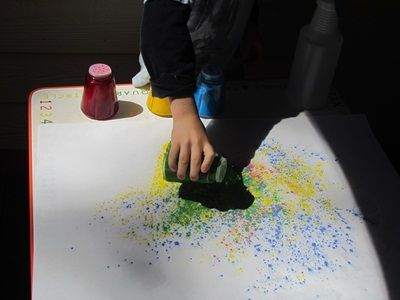 Colorful sprinkle paint pictures from Teach PreschoolPainting Powder, With, Colors Sprinkles, Mit Kreide, Happy Kids, Pictures Outdoor Projects, Watercolors Paper, Kreide Versuchen, Painting Pictures Outdoor