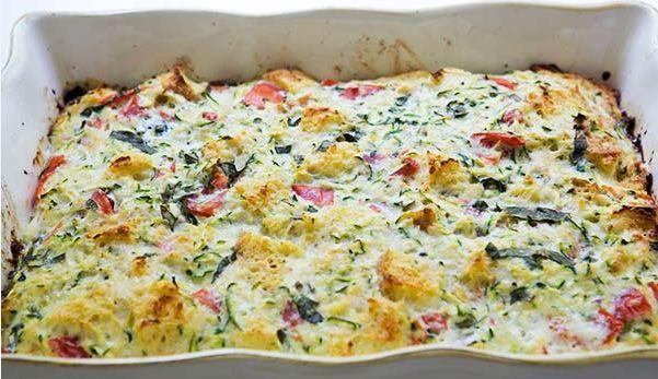 Φριτάτα με τυριά, ψωμί του τόστ, κολοκυθάκια και ντοματίνια