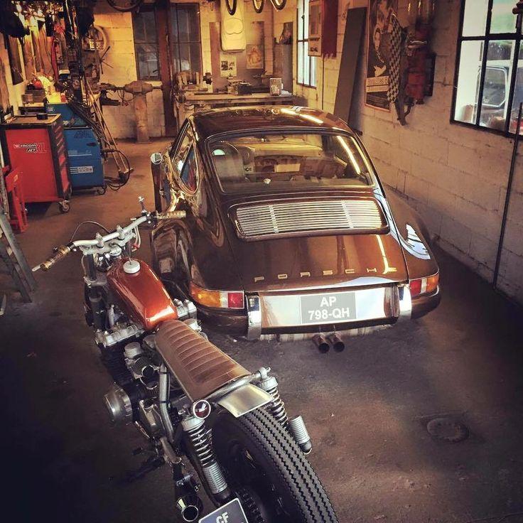 Porsche 911 en een prachtige motor. Gave garage!! Wil ik.