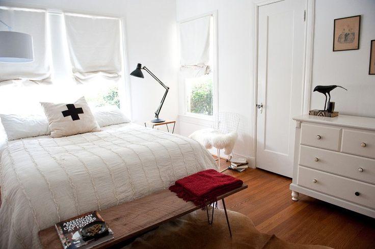 60+ идей интерьера белой спальни: элегантная роскошь (фото) http://happymodern.ru/belaya-spalnja/ Современная светлая спальня в белых тонах