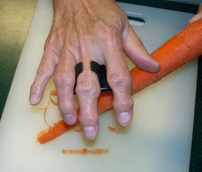 EZ Palm Peeler.  Revolutionary idea for Seniors with low vision, arthritis, problems gripping, or problems with hand movement. Repin from MC Mobility.
