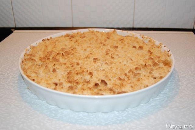 L'apple crumble è un dolce tipico inglese,fatto da una base di frutta cotta, mele in questo caso, ricoperte poi dal crumble , briciole croccanti fatte di farina