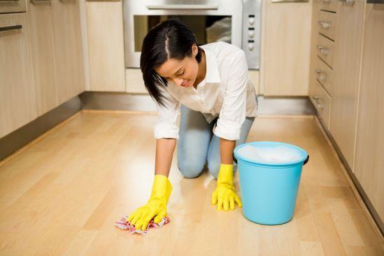 Dnes som takto drhla laminátovú podlahu.. Ak si neviete rady, ako na  to, tu je super návod http://diego-slovakia.sk/rady-informacie/cistenie-podlahove-krytin-ako-na-laminatovu-podlahu