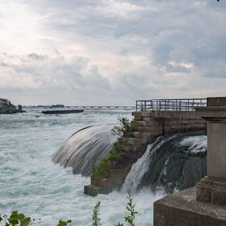 Rapids before the Falls. Niagara Falls, Ontario, Canada. Canon 6d 17-35mm Tokina Lens. #photography #photo #photos #capture #ontario #canon #instaphoto #art #artist #6d #photodaily #splendid_earth #gramslayers #agameoftones #optoutside #discoverearth #exploretheglobe #nakedplanet #places_wow #travel #niagara #canoncanada #longexposure
