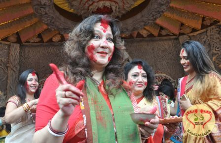 Eminent celebrities of Kolkata namely Rituparna Sengupta, Usha Uthup, Moonmoon Sen and others took part in the Sindur Khela at Chaltabagan Lohapotti Durga Puja.