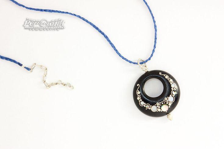 """Кулон """"Ожерелье"""" с всечкой. Необычный кулон со сверкающей инкрустацией - яркий и нарядный. #remmani #инкрустация #по #дереву #всечка #inlay #wood #pearl #перламутр #ожерелье #колье #necklace #sparkle #сверкающее #гелиотис #abalon #tarsia #интарсия #souvenir #creative #exclusive #эксклюзивная  #silver #черное #эбен #эбеновое #ebony #black #дерево #кулон #pendant #кулон #pendant #moscow #russia"""