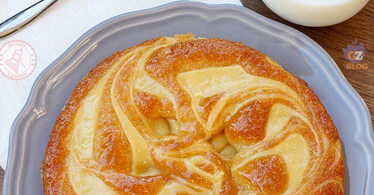 Torta soffice con crema pasticcera una torta morbidissima, facile da preparare e bellissima che potrete preparare per merenda o colazione.