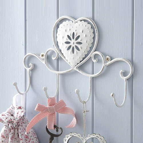 Pretty metal ornate painted and distressed with lattice heart detail wall hooks. Strong hooks and loop to hang. H17cm W27cm D5cm.