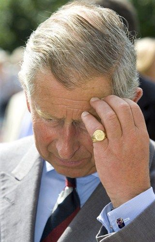 Prince Charles: Auriculaire gauche