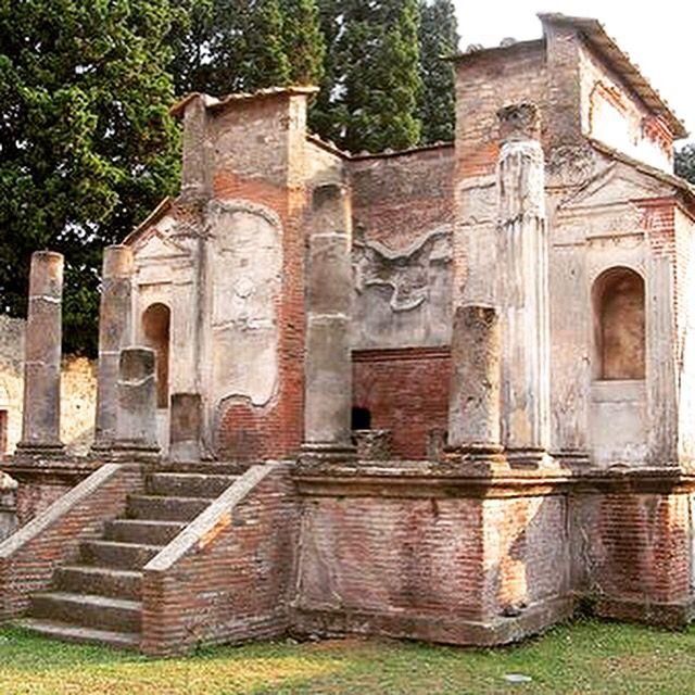 The Temple of Isis is a Roman temple dedicated to the Egyptian goddess Isis.  Il Tempio di Iside è un tempio romano dedicato alla dea egizia Iside. Click I Like and share the Page www.facebook.com/ScavidiPompei   #pompei #vesuvio #temples #scavidipompei #pompeiiruins #italy #ancient #archeology #herculaneum #faunopompei   Looking for a cozy bed and breakfast near the ruins? I suggest the B&B Pompei Il Fauno www.bbfauno.com