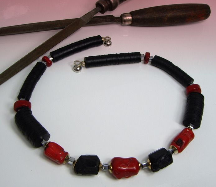 Wunderkette+schwarzer+Turmalin+Korallen+Bakelit+von+Wunderketten+auf+DaWanda.com