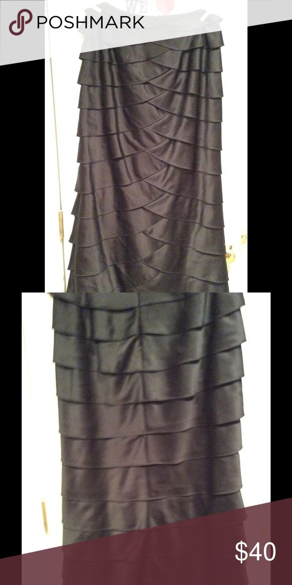 "Long dressy skirt Skirt can be paired with dressy blouse or tank for a fabulous look. I am 5' 9.5"" and it comes to my ankles. Adrianna Papell Skirts Maxi"