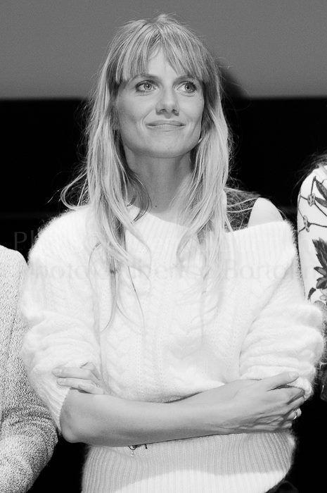 Mélanie Laurent par © Alberico Bortolin Respire, respire... C'est précisément ce que j'ai eu besoin de me dire à la fin de la projection. Les yeux embués, les émotions exacerbées, le coeur en branle-bas de combat ! Mélanie Laurent nous a livré avec ce film, une vision très...