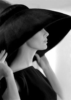 paris 1962 - beautiful profile.