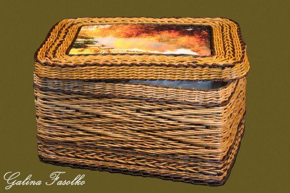 Wicker basket with lid/ A large wicker basket / Wicker laundry
