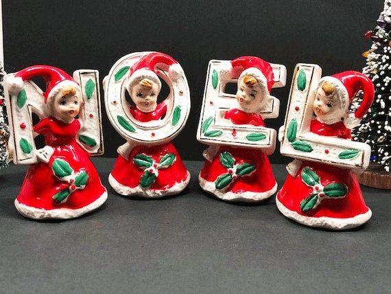 Vintage Japan Santa's Girls NOEL Figuren – Jedes Mädchen trägt eine rote Mütze des Weihnachtsmanns & hält einen Buchstabenspiel   – Products