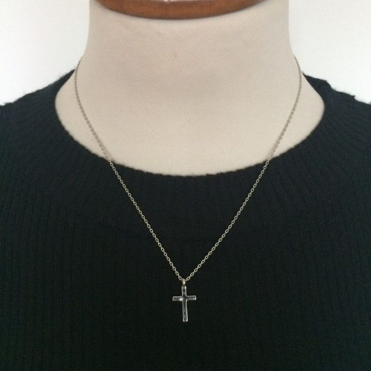 ketting met kruisje - 4leafs4joy - tabblad ketting - 23 cm lang - kruisje 1,5 cm lang - 0,9 cm breed - zilverkleurig - merklabeltje - A Zone