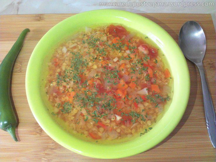 • Ingrediente și costuri totale(aproximativ 13lei, pentru 6porții): 2500ml de apă Linte roșie, 500 grame – 5 lei 4 cepe, 400 grame – 1 leu 4 morcovi, 400grame –1 leu 4 roșii tocate măru…