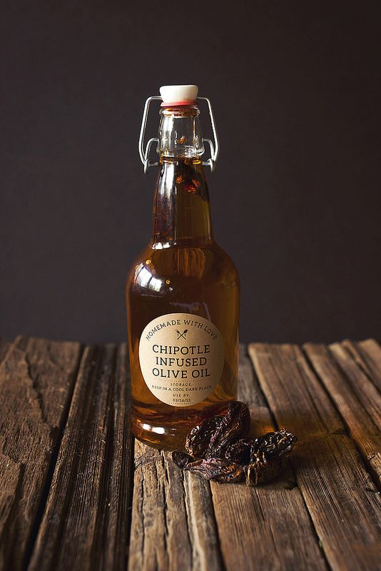 How-to Make Chipotle Infused Olive Oil // @tastyyummies // www.tasty-yummies.com