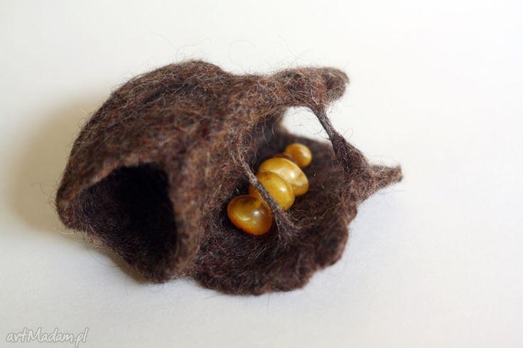 Oryginalna brązowa broszka z żółtym bursztynem