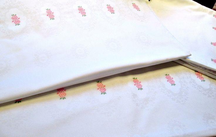 Vintage Bettwäsche - Weiße Bettwäsche Damast mit eingewebten rosa Rosen - ein Designerstück von Barosa bei DaWanda